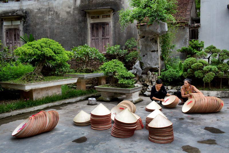 Conical hat village (11)