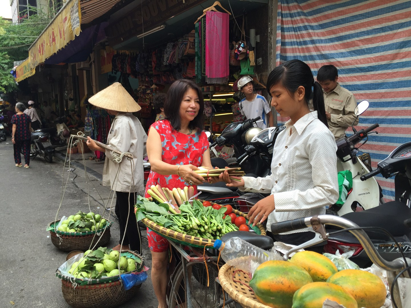 Hanoi Old quarter - vendors (5)